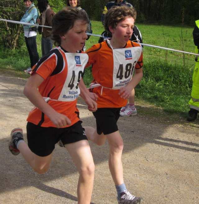 JBL Rungg 2012: Jakob Lemajr (l.) und Lukas Christoph (r.) Kopf an Kopf beim Zieleinlauf