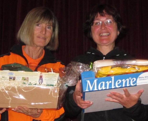Marlene Zipperle (l.) mit Anna Moser bei der Preisverleihung