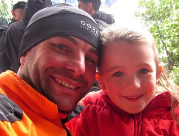 Alex Oprandi nach dem Panoramalauf mit Töchterchen und Fan Adele