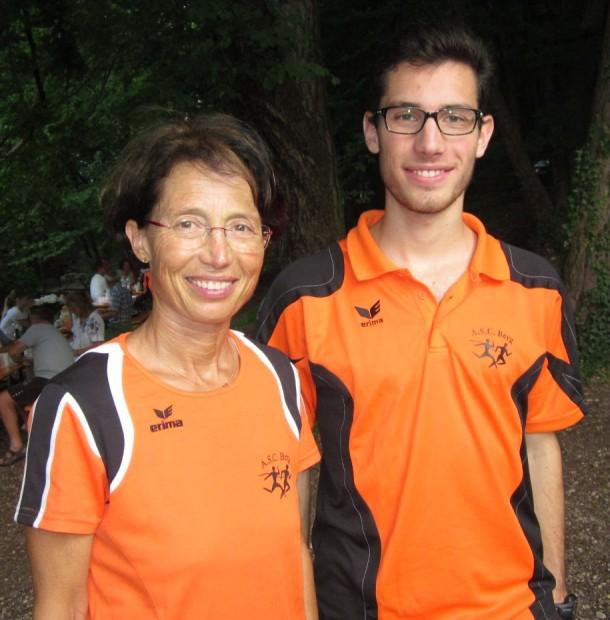 Mutter und Sohn als frischgebackene Vereinsmeister: Renate Maoro und Ivo Drescher