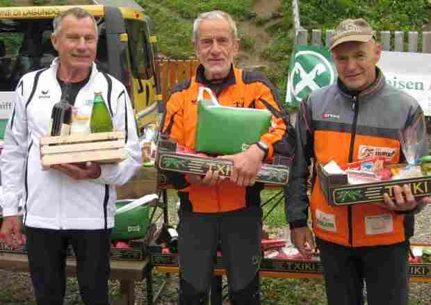 Roland Aufderklamm mit Luciano Spinnazzè und FranzTrogmann bei der Preisverleihung