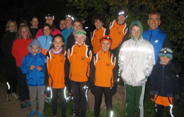 Spaß bei abendlichem Lauf: die Jugendgruppe des ASC Berg