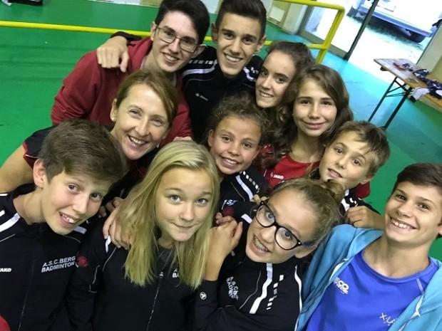 Die Jugendmannschaft mit Trainerin Erika