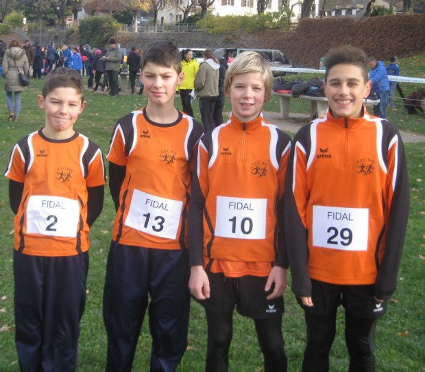 Die 4 jungen Teilnehmer am Nikolauslauf