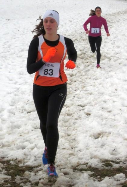 Lisa Schrott auf dem winterlichem Parcours des Georgsturm-Cross