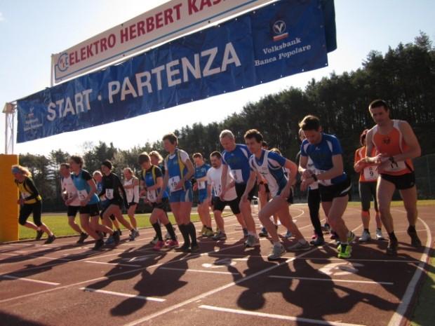 Der Start der ersten Läufer am Sportplatz Altenburg