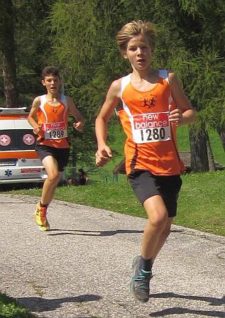 Alexander Malfer und Lukas Sinn beim Spurt kurz vor dem Ziel