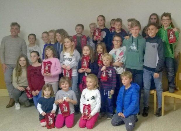 Die jungen Leichtathleten bei der heurigen Nikolausfeier