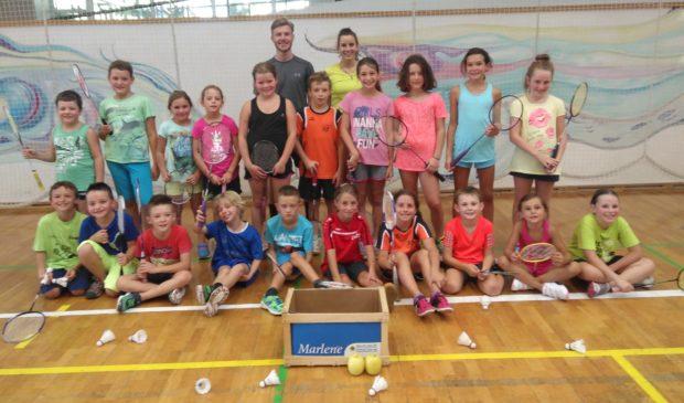 Die 20 Teilnehmer am Schnupperkurs des ASC Berg in Eppan mit dem Trainerteam