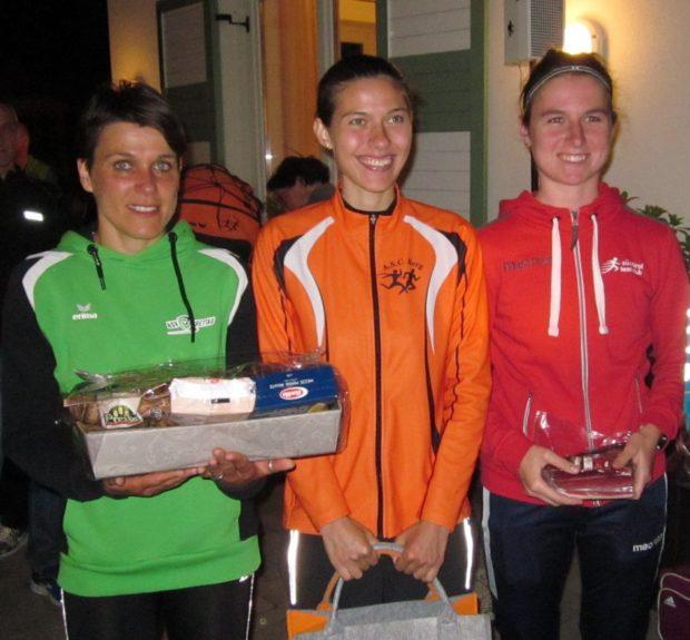Natalie Andersag mit Christine Griessmair und Laura Riffeser auf dem Siegespodest