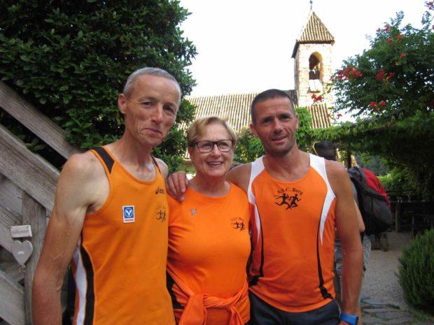 Peter Riffesser, Margit Sandrini und Robert Pichler im Innenhof von Burg Hocheppan