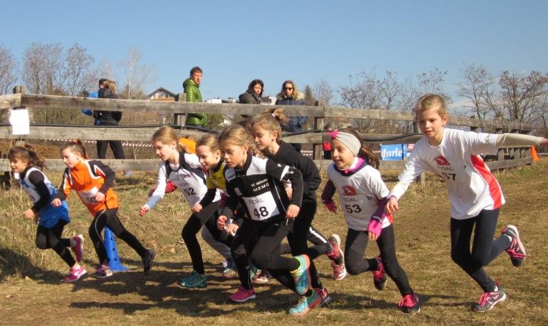 Schwungvoller Start der Mädchen der Jahrgänge 2009/10.